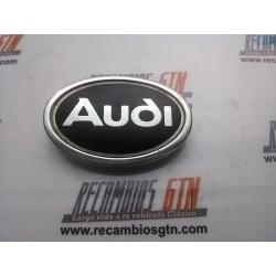 Audi 100. Anagrama para moldura de aleta delantera
